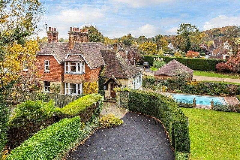 5 Bedrooms Detached House for sale in Ockley Road, Ewhurst, Nr Cranleigh
