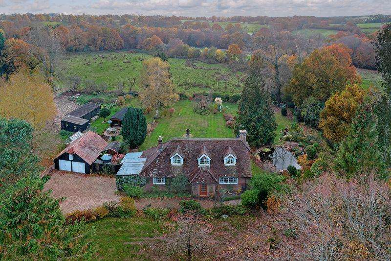 3 Bedrooms Detached House for sale in Sandy Cross Lane, Heathfield, East Sussex