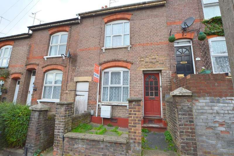 3 Bedrooms Terraced House for sale in Winsdon Road, South Luton, Luton, LU1 5JT