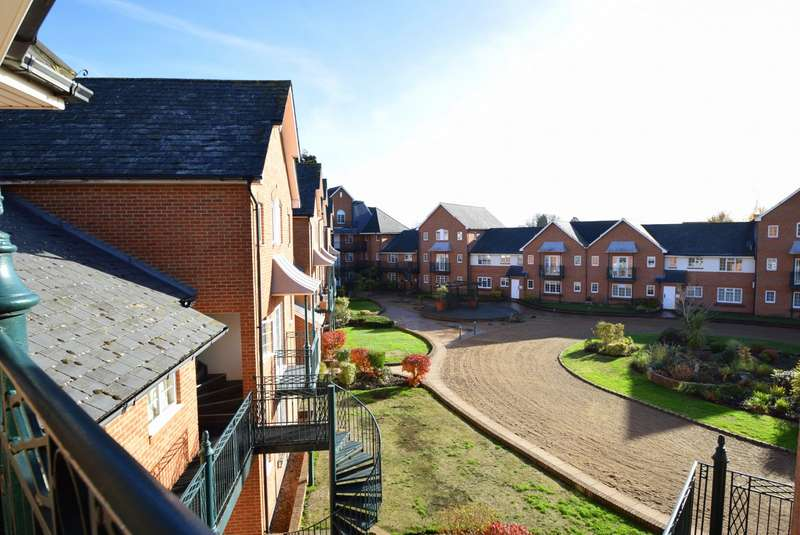 2 Bedrooms Flat for sale in Knights Place, St Leonards Road, Windsor, SL4