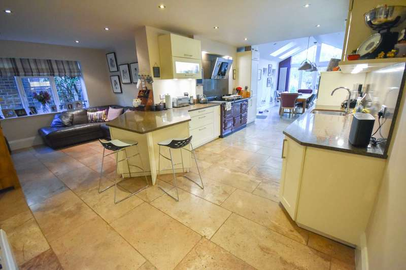 5 Bedrooms Detached House for sale in CLIFFORD ROAD, POYNTON