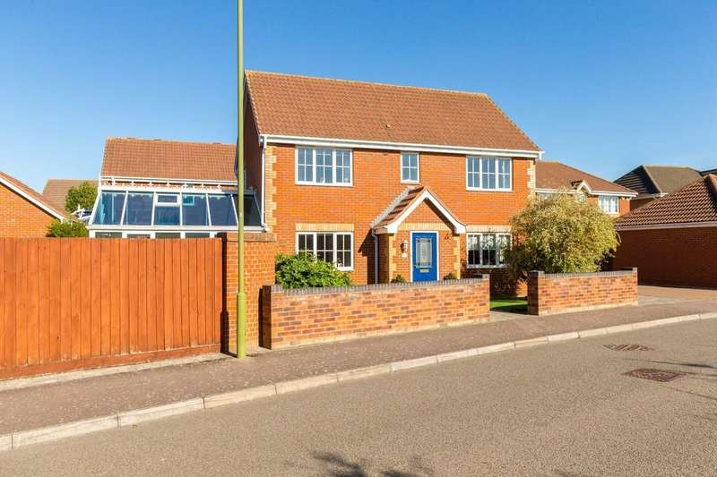 4 Bedrooms Detached House for sale in Redwing Rise, Royston