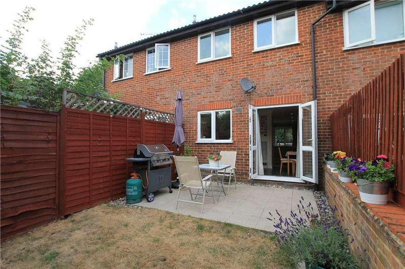 2 Bedrooms Terraced House for sale in Cross Gates Close, Bracknell, Berkshire, RG12