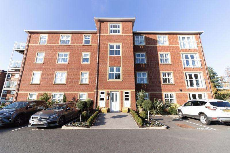 2 Bedrooms Ground Flat for sale in Aughton Park Drive, Aughton