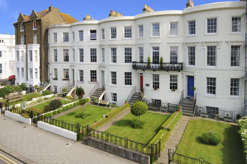 4 Bedrooms Terraced House for sale in Central Parade, Herne Bay