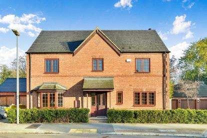 4 Bedrooms Detached House for sale in Dean Forest Way, Broughton, Milton Keynes, Bucks