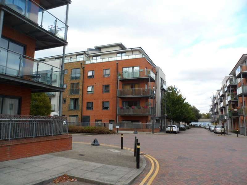 2 Bedrooms Flat for sale in ROSSE GARDENS, DESVIGNES DRIVE, HITHER GREEN, LONDON, SE13 6PA