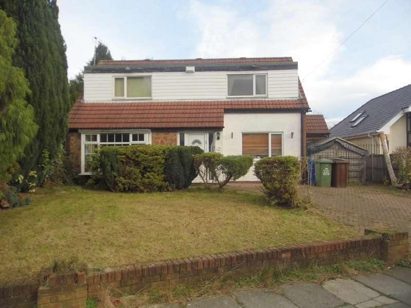 3 Bedrooms Detached House for sale in Ferndale Avenue, Whitefield, M45