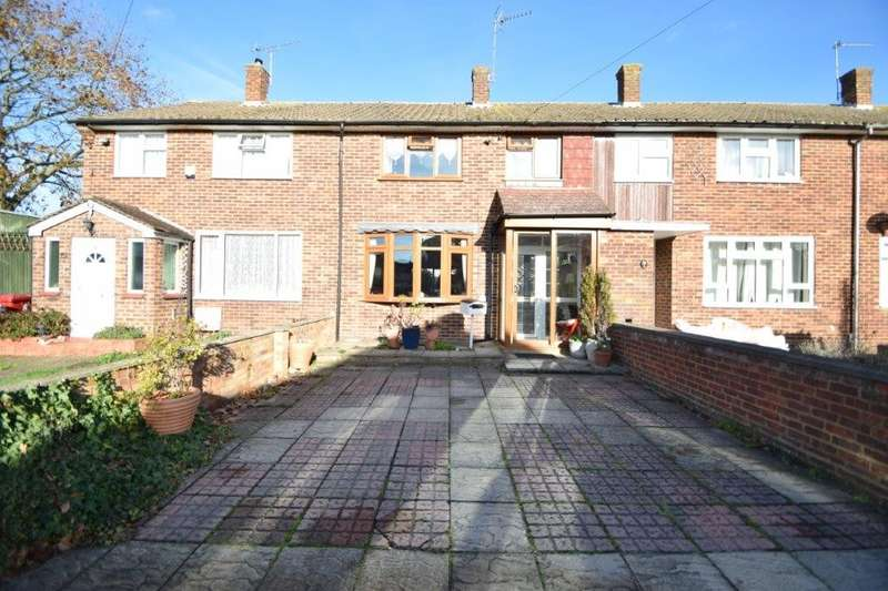 3 Bedrooms Terraced House for sale in Garrard Road, Slough, SL2