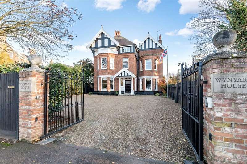 6 Bedrooms Detached House for sale in Bury Road, Newmarket, Suffolk, CB8
