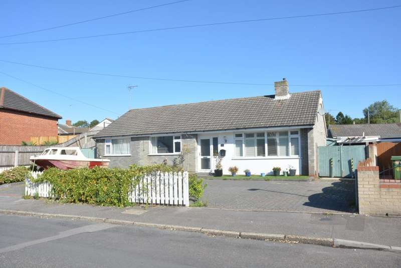 4 Bedrooms Detached Bungalow for sale in Sheringham Road, Poole, BH12 1NS