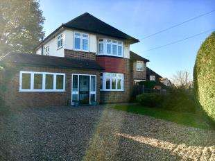 3 Bedrooms Detached House for sale in Orchard Road, Chessington, Surrey