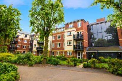 2 Bedrooms Flat for sale in Maxwell Lodge, Northampton Road, Market Harborough, Leicestershire