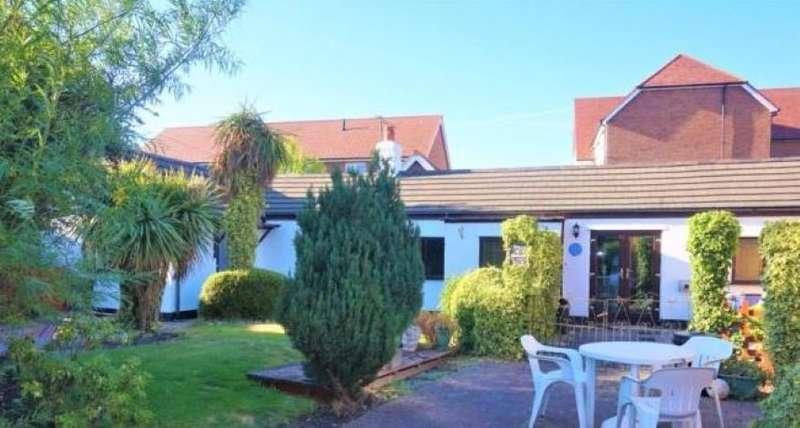 4 Bedrooms Cottage House for sale in Garden Cottage, Chester Road, Buckley, Flintshire