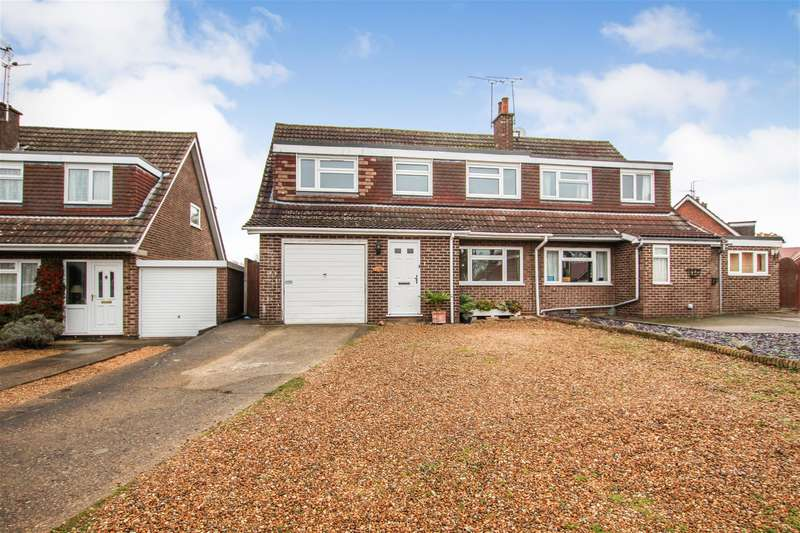 4 Bedrooms Semi Detached House for sale in Castle Close, Wing