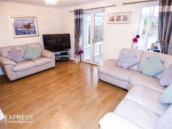 3 Bedrooms Semi Detached House for sale in Alloway Drive, Kirkcaldy, Fife