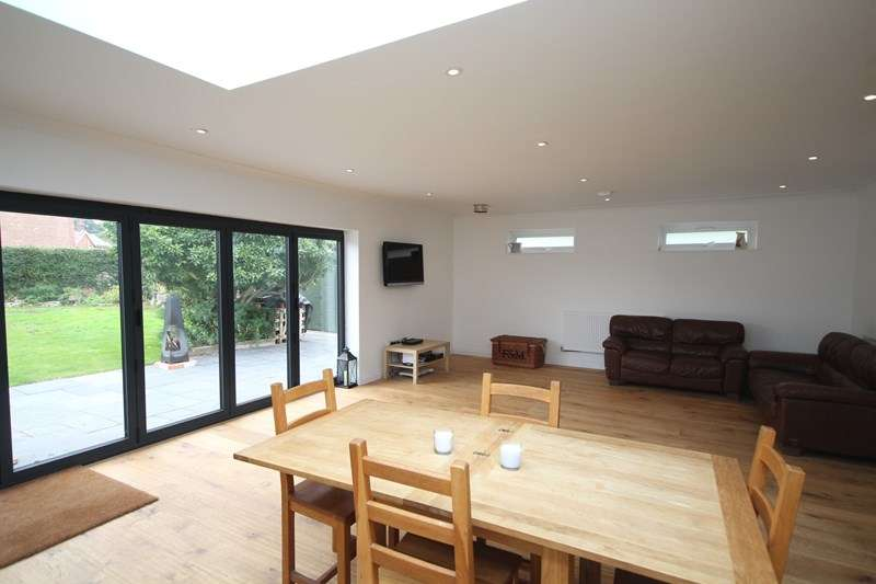 5 Bedrooms Detached Bungalow for sale in Link Road, Ringwood