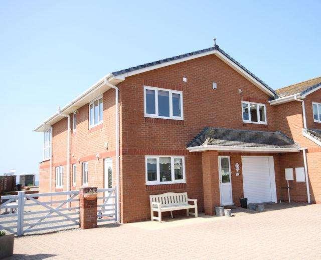 3 Bedrooms Semi Detached House for sale in 126 Plas Edwards, Tywyn LL36