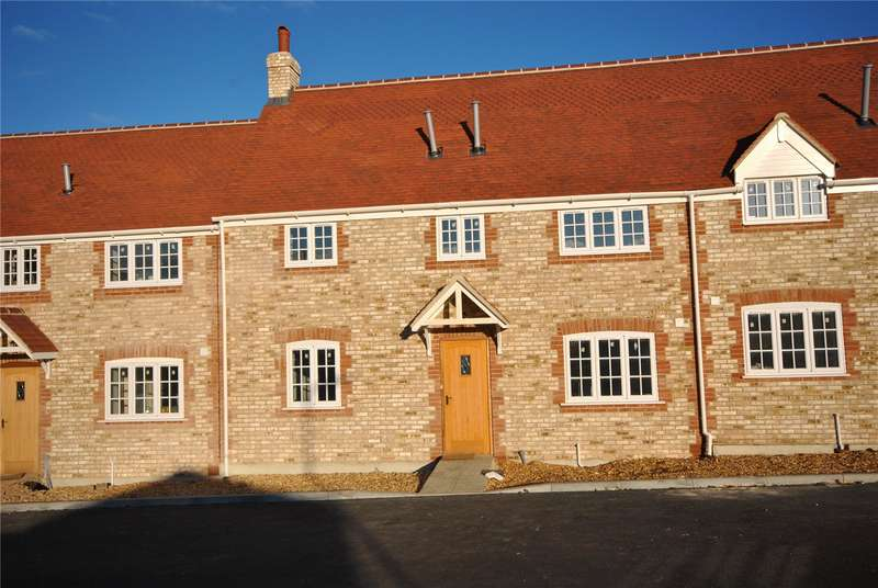 3 Bedrooms Terraced House for sale in Park Farm Court, Templecombe, Somerset, BA8