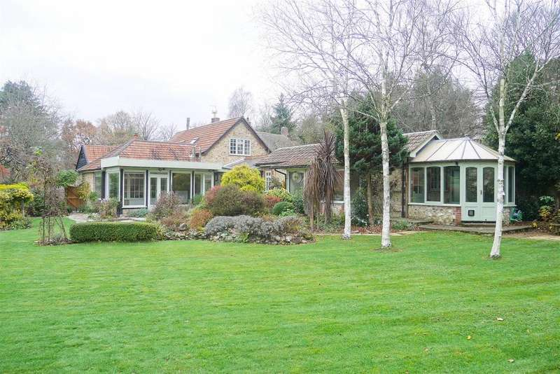 4 Bedrooms Detached House for sale in Chardstock, Axminster