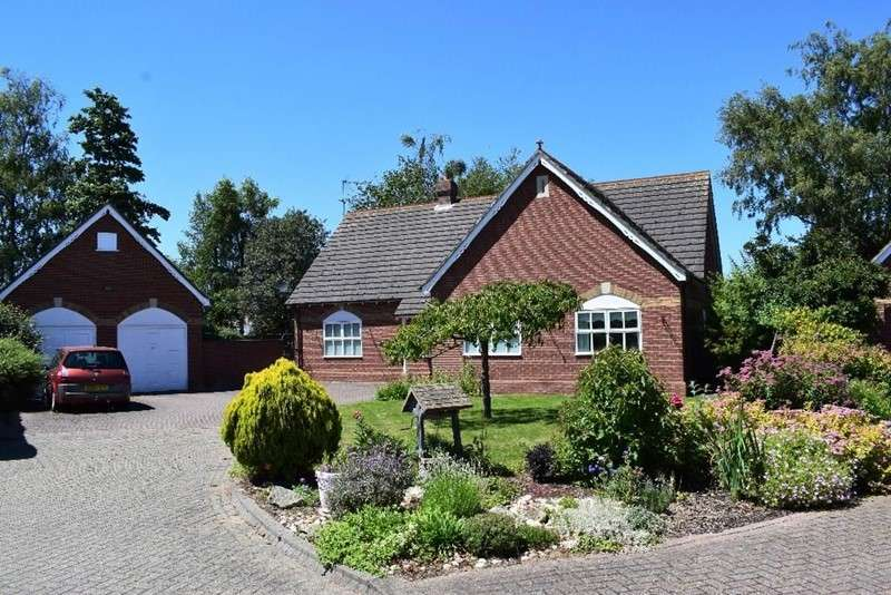 3 Bedrooms Bungalow for sale in Winfrey Close, Long Sutton, Spalding, Lincolnshire, PE12 9FN