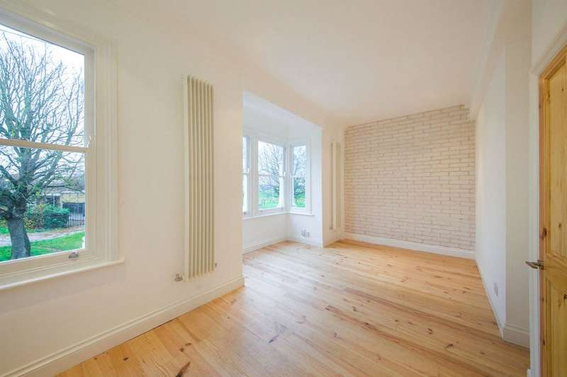 2 Bedrooms Flat for sale in C Capel Road, London, E7