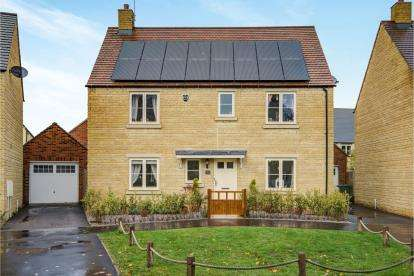4 Bedrooms Detached House for sale in Stirling Way, Moreton In Marsh, Glos, .
