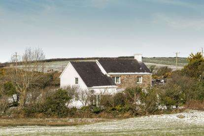 3 Bedrooms Detached House for sale in Llanfechell, Amlwch, Sir Ynys Mon, LL68