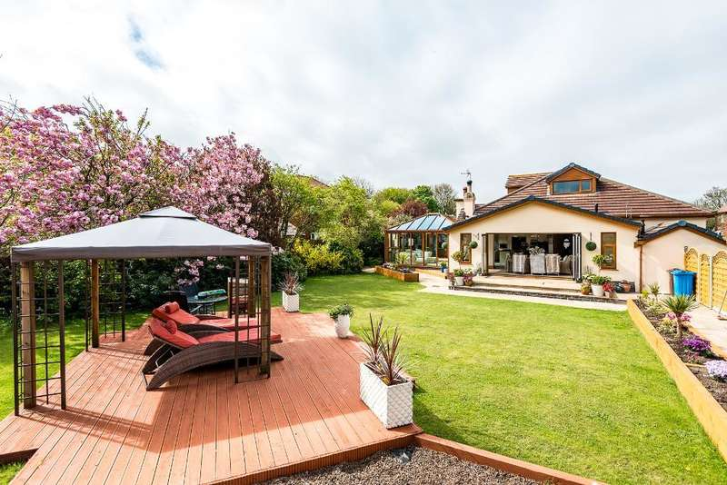 4 Bedrooms Detached Bungalow for sale in Heyhouses Lane, St Annes, Lytham St Annes, Lancashire, FY8 3RN