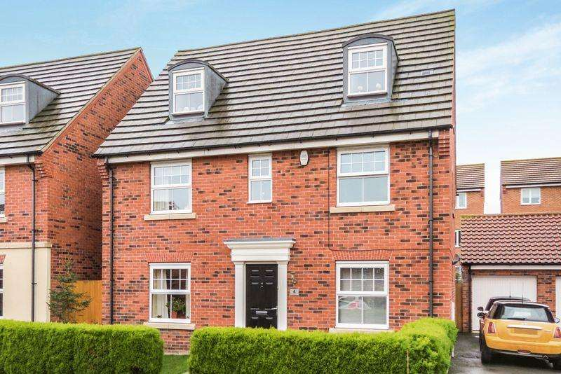 5 Bedrooms Detached House for sale in South Bourne
