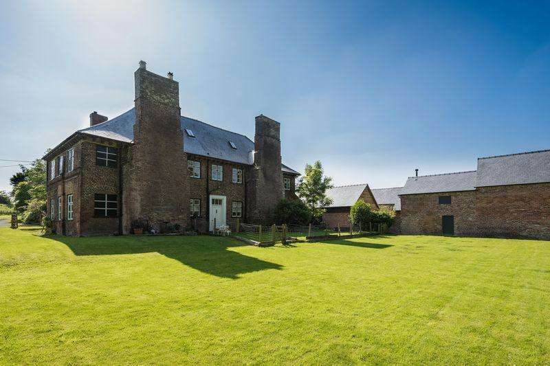 5 Bedrooms Detached House for sale in Gobowen, Oswestry, SY11