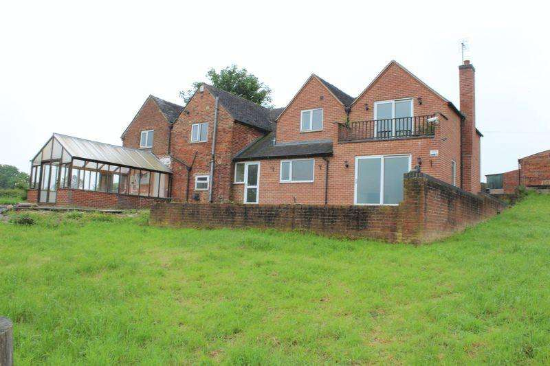 5 Bedrooms Detached House for sale in Moisty Lane, Marchington