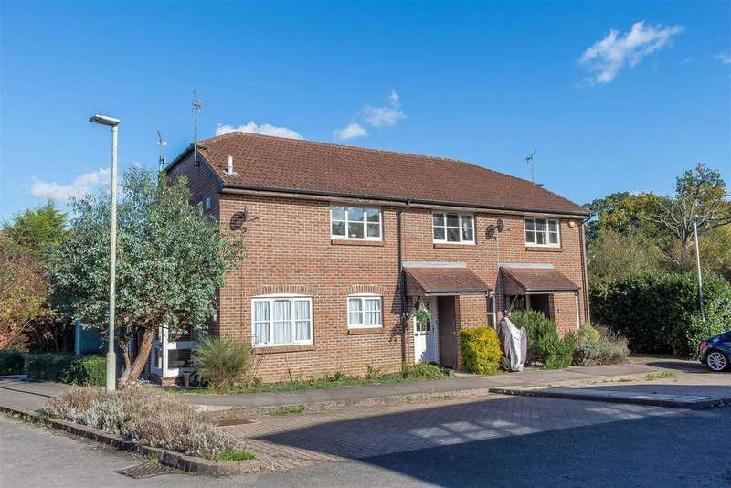 2 Bedrooms Terraced House for sale in Cotterell Gardens, Twyford, Reading