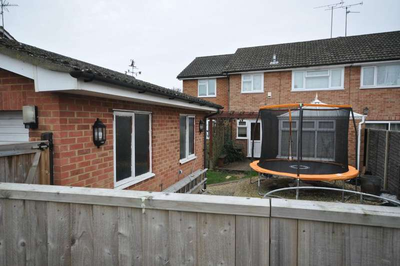 5 Bedrooms Semi Detached House for sale in Kingfisher Drive, Woodley, Reading, RG5 3LQ