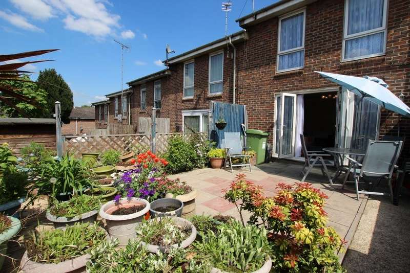 3 Bedrooms Terraced House for sale in Hudson Place , Woolwich SE18