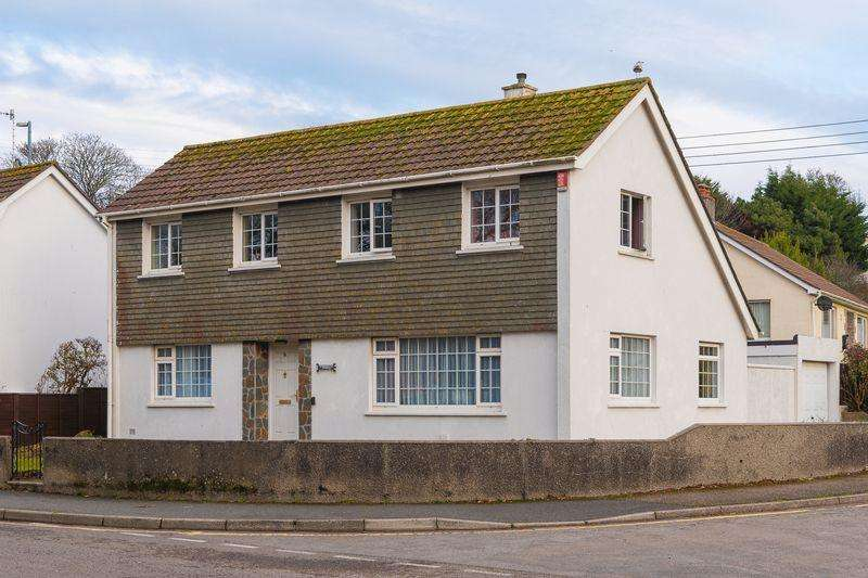 5 Bedrooms Detached House for sale in Penventon View, Helston