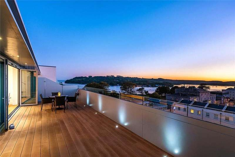 3 Bedrooms Penthouse Flat for sale in Discovery Road, Plymouth, PL1