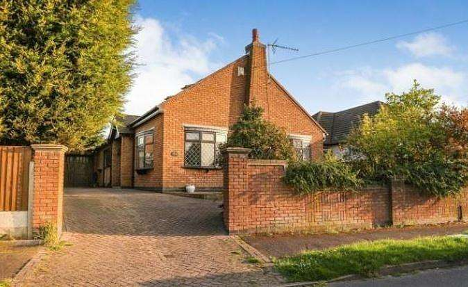 4 Bedrooms Bungalow for sale in Applebee Road, Burbage, Hinckley