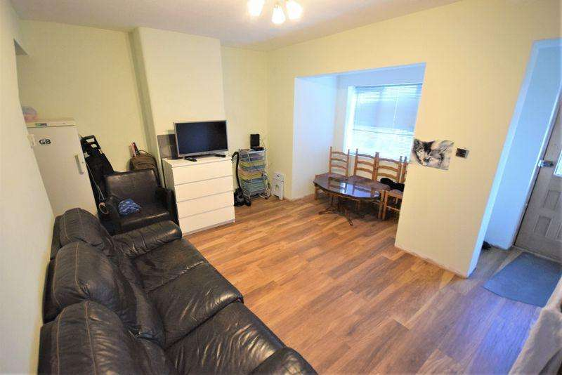 3 Bedrooms Terraced House for sale in Comyns Road, Dagenham