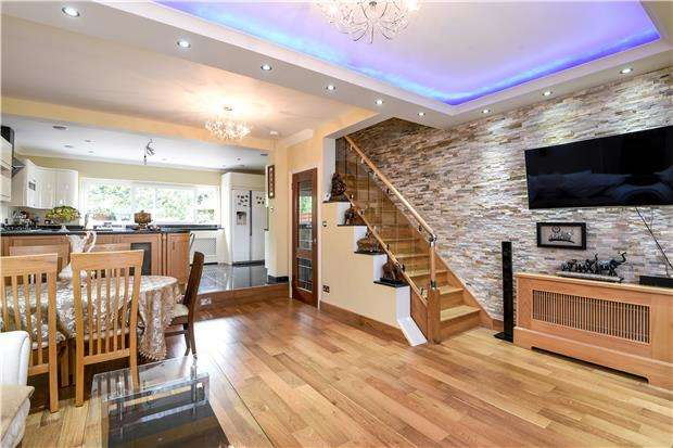 8 Bedrooms End Of Terrace House for sale in Hatton Gardens, Mitcham, Surrey, CR4