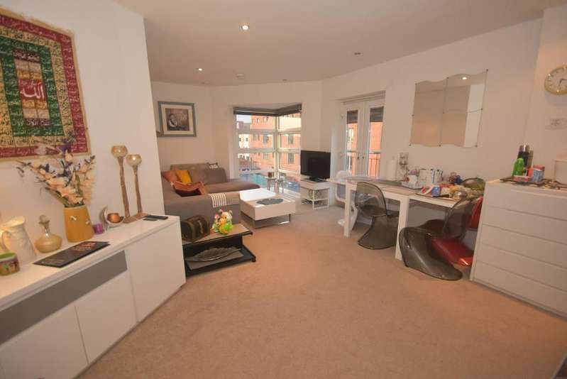 2 Bedrooms Apartment Flat for sale in Quinney Crescent, Manchester, M16 7DD
