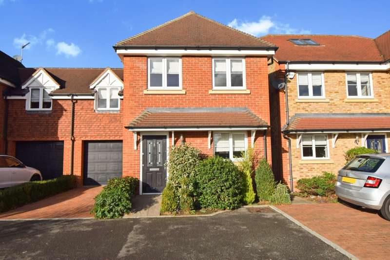 4 Bedrooms Semi Detached House for sale in Woodbury Close, Maidenhead, SL6