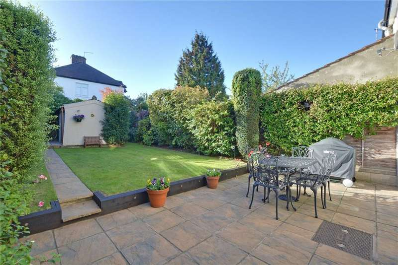 3 Bedrooms Semi Detached House for sale in Greenway, Chislehurst, BR7
