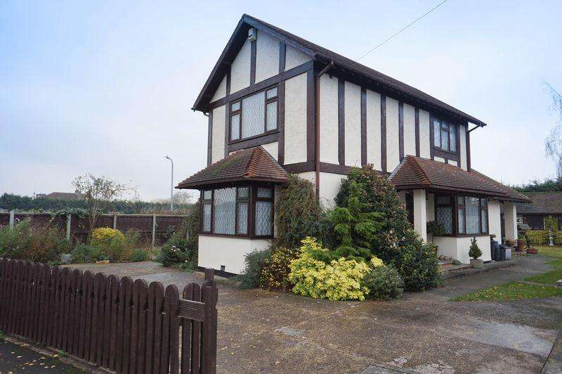 2 Bedrooms Detached House for sale in St Marks Road, Benfleet