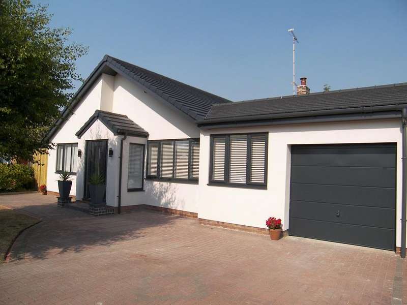 3 Bedrooms Detached Bungalow for sale in Harington Road, Formby, Liverpool L37