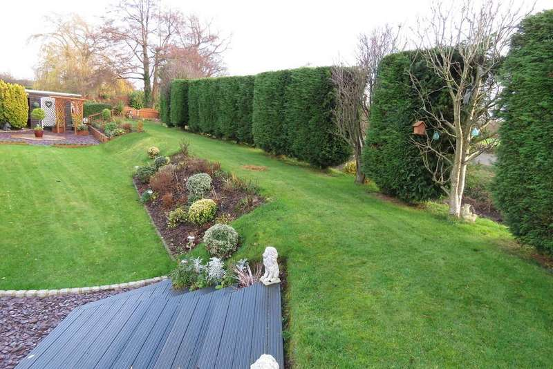 3 Bedrooms Detached House for sale in Yarrow Close, Croston