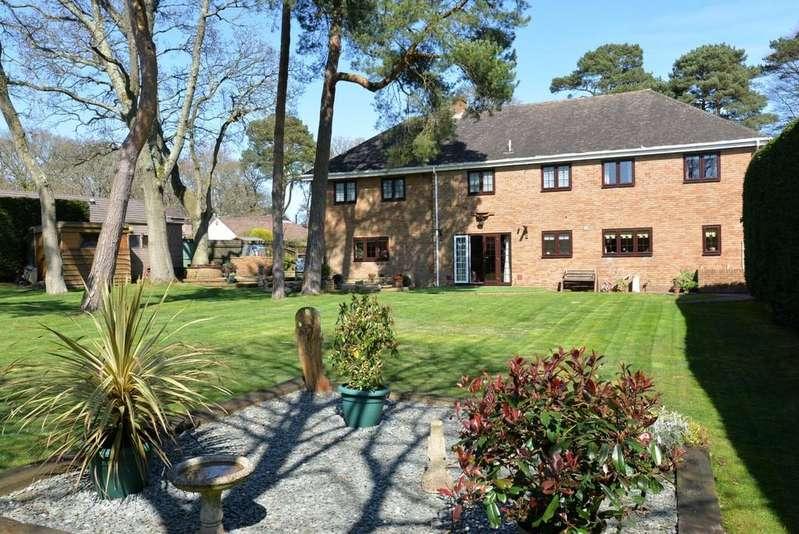 4 Bedrooms Detached House for sale in Brockhills Lane, New Milton