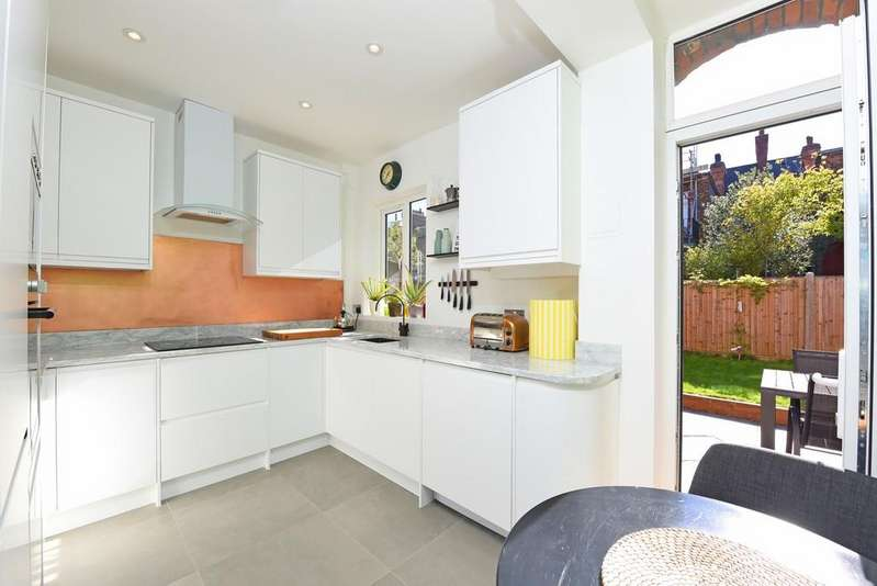 2 Bedrooms Flat for sale in Cricklade Avenue , Streatham Hill