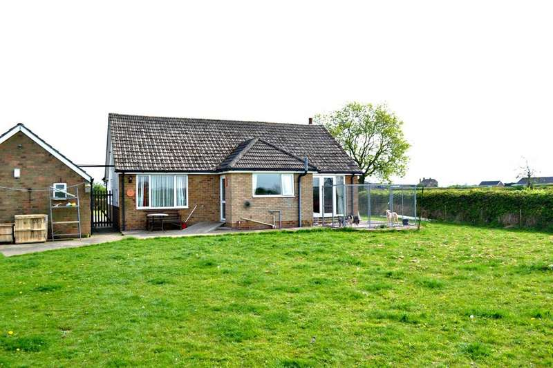 2 Bedrooms Detached Bungalow for sale in College Road, East Halton, North East Lincolnshire, DN40