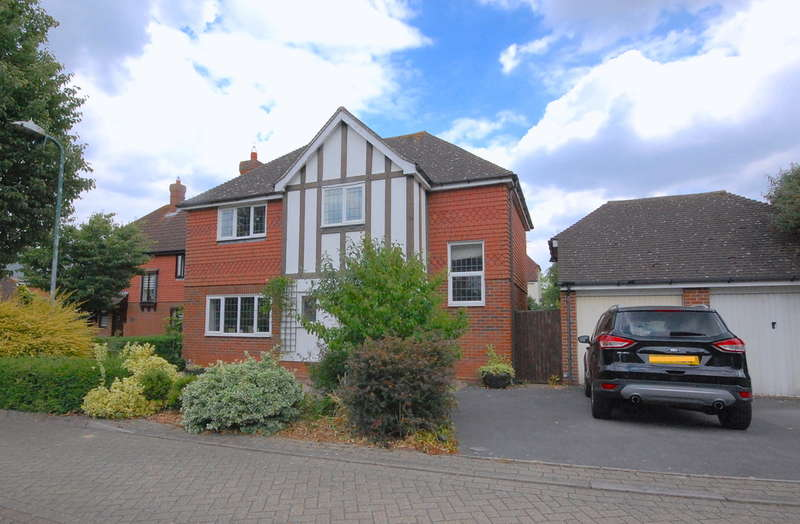 4 Bedrooms Detached House for sale in Long Meadow, Great Notley, Braintree, CM77